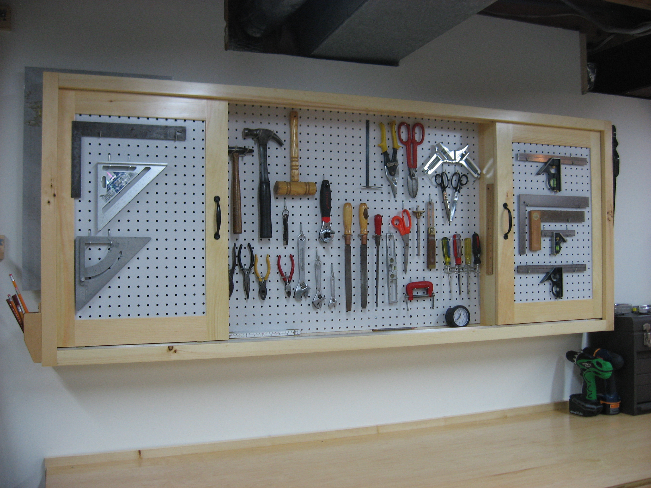 Step by step woodyworking: More Workbench plans pegboard